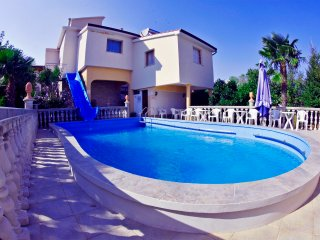 HOLIDAY APARTMENT WITH POOL 2