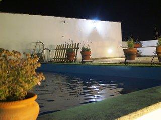 Piscina y terraza, abierto 24h.