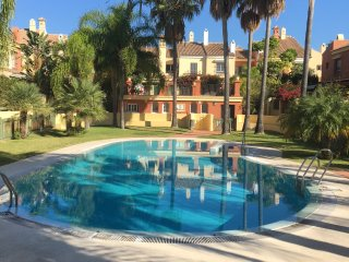 3-bedroom town house with communal pool - Ideal for Families
