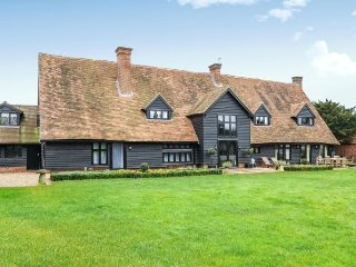 Stunning! Converted Barn Sleeps 14 - Eton/Windsor
