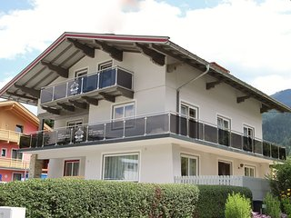 House in the center of Kaprun with Internet, Parking, Terrace, Balcony (686417)