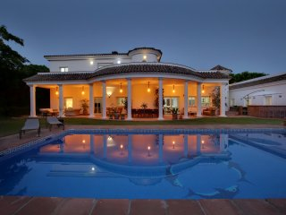 Sotogrande 6 bedroom villa with private pool