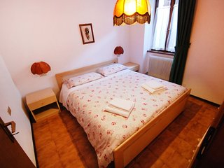 Apartment in the center of Massimeno with Internet, Parking, Balcony, Washing