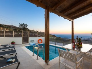 Villa Saktouris, Spectacular views of Libyan sea and total Quietness