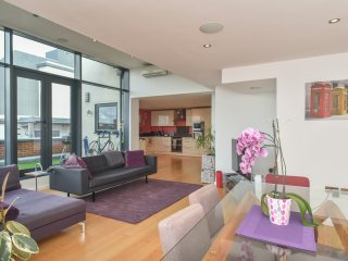 Stunning Penthouse Apt Located In Baltic Triangle