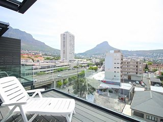 Top Floor 2 Bedroom Penthouse With Cape Town City View