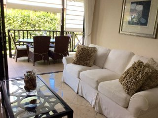 Ixora Mandevilla- stunning apartment close to the beach