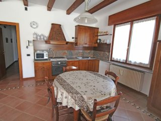 Apartment in the center of Lonato with Internet, Parking, Garden (642768)