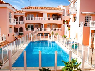 1 bed apartment in Callao Salvaje. HEATED POOL!