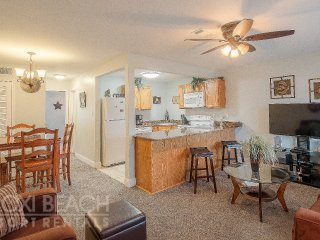 Comfortable 1 BR near Beach w/ WiFi, Gym & Complex Pool Access