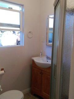 3/4 bath in bathroom