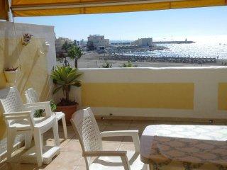 Apartamento primera linea de playa junto a Puerto Marina