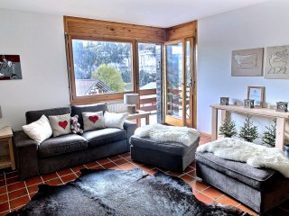 Champery Apartment Sleeps 4 with Pool and Free WiFi - 5628413