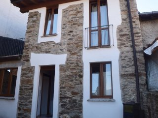 Apartment in the center of Brissago-Valtravaglia with Parking, Terrace (560922)