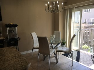 Super clean townhouse in beautiful Dundas
