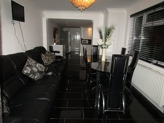 5 Bed Rooms House in Stratford City