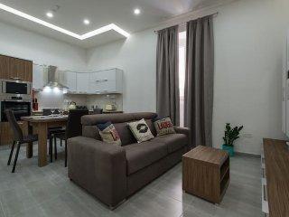 The Hacienda Apartments, Apt 10