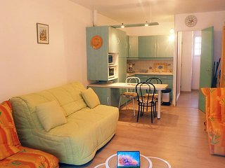 Apartment 1.1 km from the center of Saint-Cyr-sur-Mer with Internet, Parking