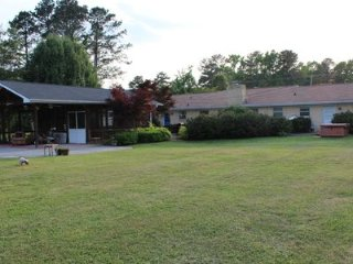 Lakefront Ranch, close in Chattanooga, Double Covered Boat Dock,Hot Tub,pets ok