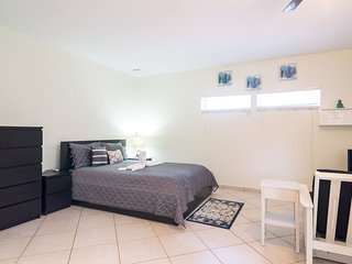 Lovely fully equipped studio in Hollywood FL