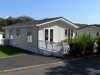 Linnet Lodge, Milford-on-sea, Hampshire with shared pool