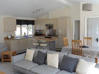 Fully functional kitchen with fridge/freezer, washing machine and dishwasher