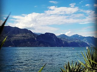 Appartamento Sayonara, terrazza e giardino sul lago di Garda