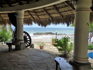 Casa Marazul - Beachfront House w/ Huge Rancho