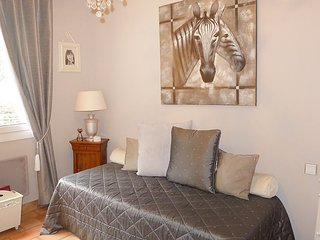 House 1.2 km from the center of Saint-Cyr-sur-Mer with Internet, Parking