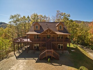 Beautiful Mountain Top Retreat Long Range Views, Hot Tub,Ping Pong,Horseshoe pit