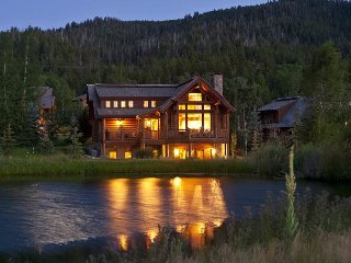 Luxury 5 Bedroom Cabin at Teton Springs - Sleeps 12 - Full Club Amenities