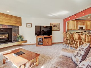 Beautiful Mountain Views Await you at this Centrally Located Updated Unit!