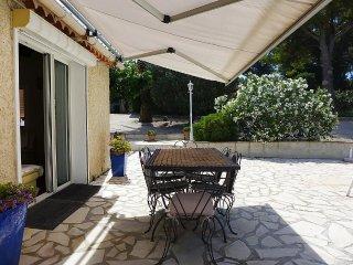 House in Saint-Cyr-sur-Mer with Internet, Parking, Terrace, Washing machine