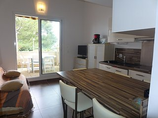 Apartment 1 km from the center of Saint-Cyr-sur-Mer with Internet, Air