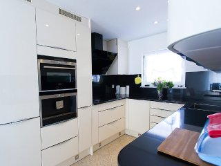 House 412 m from the center of Bužinija with Internet, Air conditioning