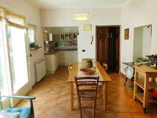 House 505 m from the center of Castello with Internet, Parking, Garden, Washing