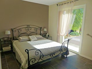 House in the center of Saint-Cyr-sur-Mer with Internet, Parking, Terrace