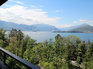 Apartment 879 m from the center of Laveno-Mombello with Parking, Terrace