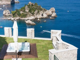 TAORMINA SPARVIERO ISOLA BELLA APARTMENT With Sea View + Jacuzzi