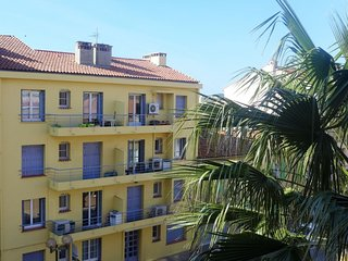 Apartment in the center of Le Lavandou with Internet, Air conditioning, Garden
