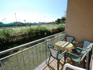Apartment 452 m from the center of Lido degli Estensi with Balcony, Washing