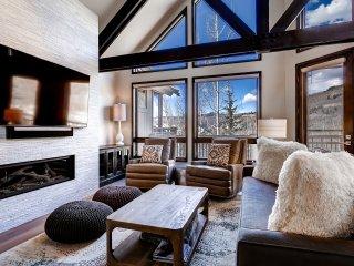 Luxe Pines Lodge Townhome Sleeps 10