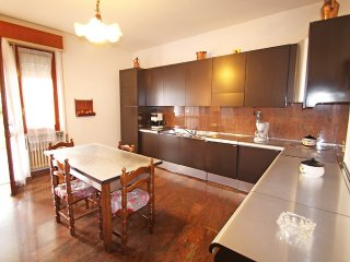 Apartment in the center of Lonato with Internet, Parking, Terrace, Garden