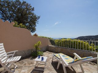 House 490 m from the center of Cavalaire-sur-Mer with Internet, Parking