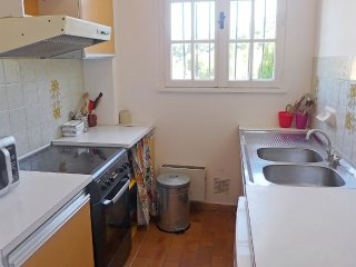 Apartment 1.4 km from the center of Saint-Cyr-sur-Mer with Internet, Parking