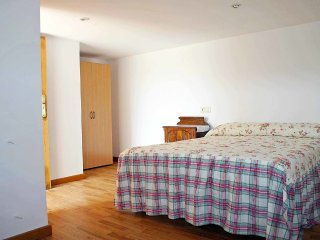 House in Covelo with Internet, Parking, Garden, Washing machine (104869)