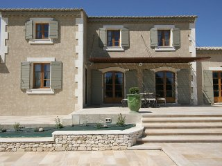House 712 m from the center of Châteaurenard with Internet, Air conditioning