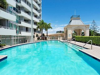 Beachfront 2 Bdrm Apt, OCEAN VIEWS 10th Floor