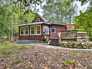 NEW! Rural 1BR Maryville Cottage w/ Private Pond!
