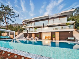 Villa Aura - Luxury Pool Villa with 180° view